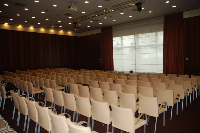 Conference Room - Hilton Florence Metropole - image via Flickr by BTO