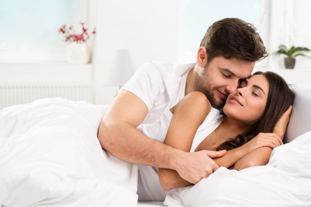 Husband Wife Bedroom Photo Home Design. Romantic Pictures Of Husband And Wife In Bedroom   Wallpaper sportstle