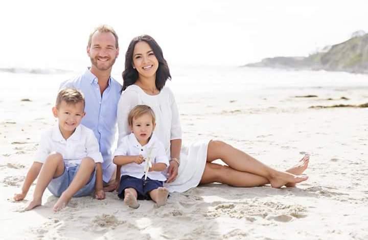 Дети и жена Ника Вуйчича