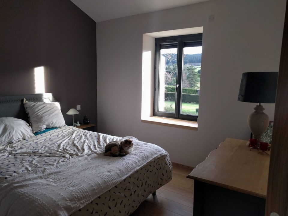 chambre poétique lumineuse dans maison de campagne rénovée par l'agence CITYZEN.D à Saint Etienne