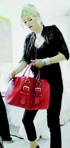 Une Besace En Cuir Rouge Forum Mode