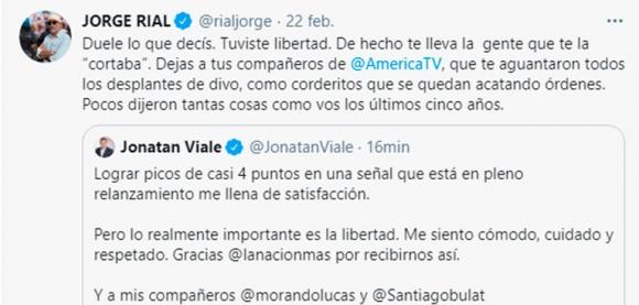 """Jorge Rial salió con los tapones de punta contra Jonatan Viale: """"Tus compañeros de América te aguantaron todos los desplantes de divo"""""""