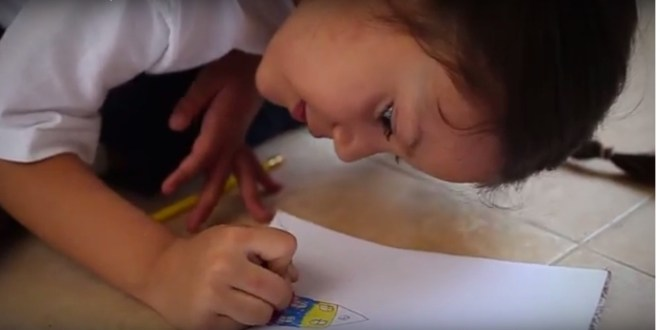 (+Video) Niña escribe carta al presidente Nicolás Maduro