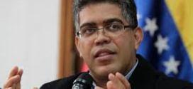 Elías Jaua: Se sancionarán colegios por izar la Bandera Nacional al revés