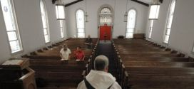 Presentan cargos a sacerdote italiano que usaba limosnas para comprar drogas y hacer orgías
