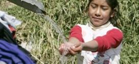 Bolivia presenta plan para llevar agua potable a todo el país