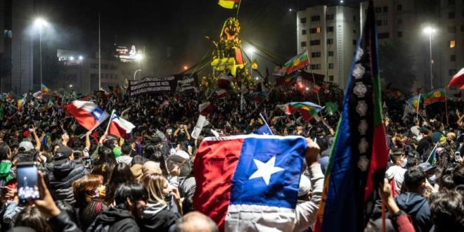 Chile aprueba en plebiscito cambiar la Constitución de Pinochet