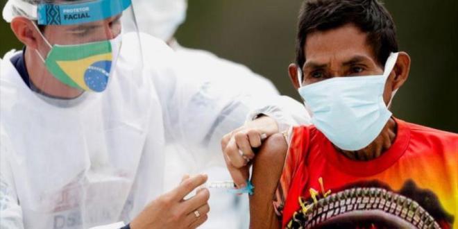 Receta de Bolsonaro para COVID: Da fármacos ineficaces a indígenas