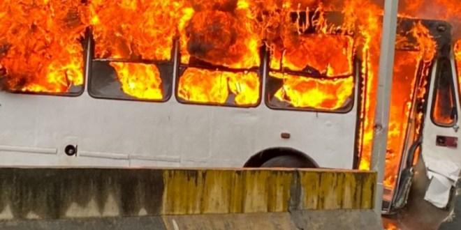 Se incendió autobús en la Prados del Este