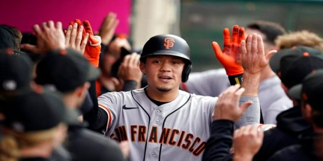 Wilmer Flores se fue para la calle en victoria de Gigantes 7-2 ante Dodgers