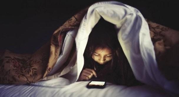 Cómo nos afecta el insomnio tecnológico y consejos para evitarlo