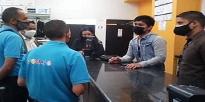 Fiscalizada tienda de ropa ante discriminación a joven en silla de ruedas