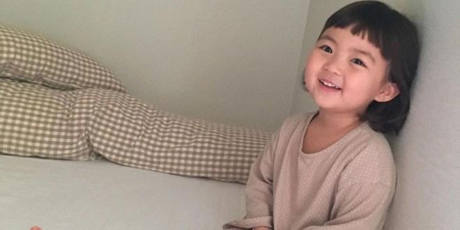¡Adiós a los stickers de la niña coreana! Madre pide que no utilicen la imagen de su hija