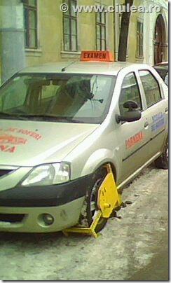 masina de scoala de soferi blocata in timpul examenului