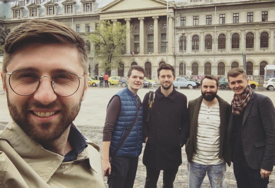 De la stânga la dreapta: Alex (face selfie), Dragoș, Gabriel, eu și Gog