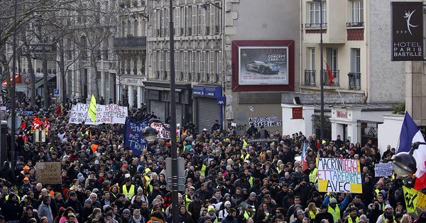 Anti-Macron protests continue in Paris
