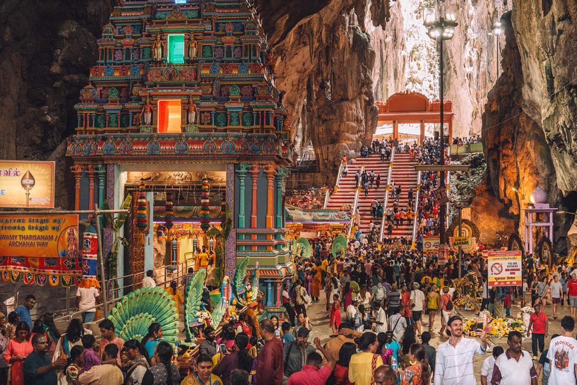 Visiting Batu Caves in Kuala Lumpur for the Thaipusam Festival blog post 2019