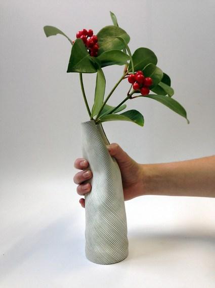 claire-barrera-design-bordeaux-vase-cuir-strié-mou-designer