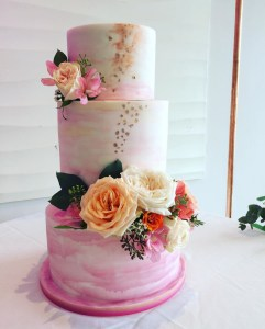 Wedding cake without a cake stand