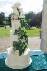 luxury wedding cake with glass separator