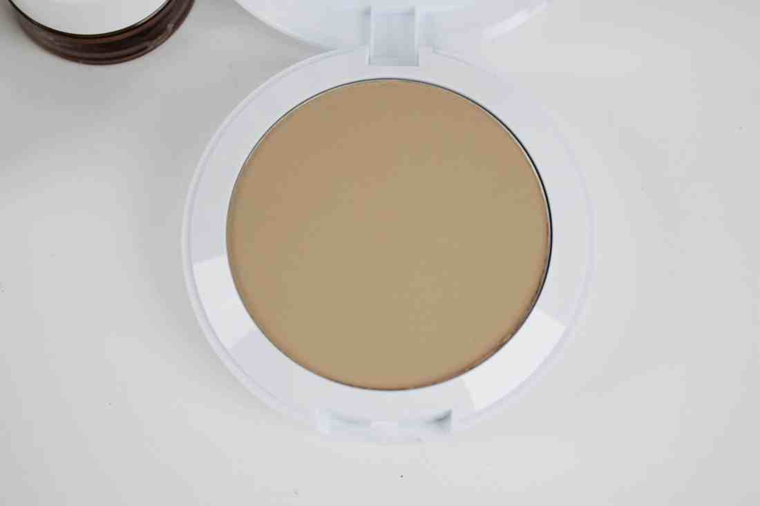 Covergirl vitalist healthy powder in buff beige compact