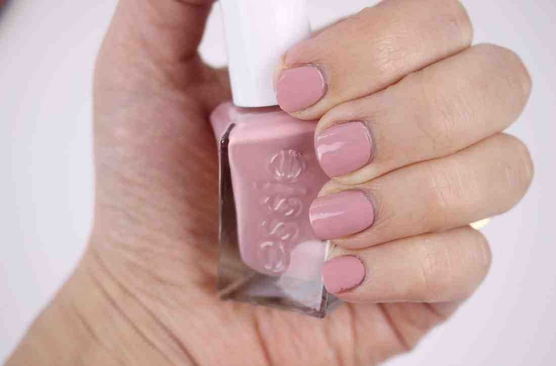 Essie Enchanted Gel Couture Collection for Spring 2018 in 64 princess Charming