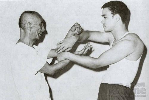 Os dois Grandes Mestres das Artes Marciais Mestre Yip Man Bruce Lee, professor e aluno