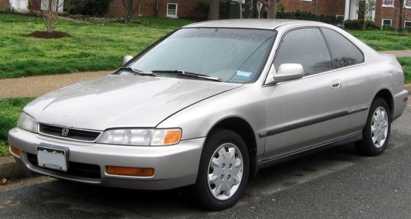 Jeff Bezos, que comanda a Amazon, ainda dirige seu Honda Accord de 1996. O automóvel vale hoje aproximadamente US$ 4 mil