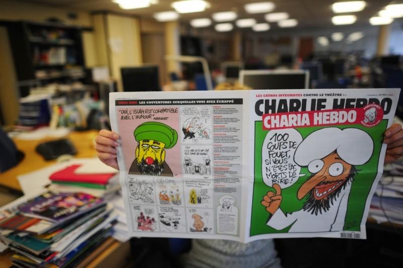"""""""100 chicotadas se você não morrer de rir"""". Capa de 2011 desenhada por Charb e que motivou o ataque de 2011. Foto: AFP."""