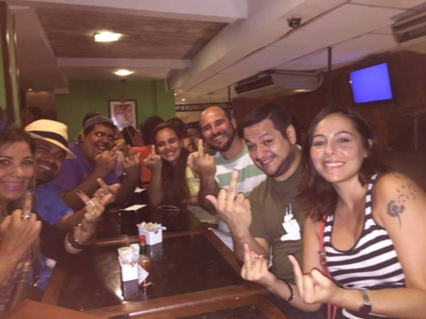 Começando pela esquerda: Maria e Rafael Zero, Marcelo TopLane, Luciana e Samir Agaton, Google e Carol