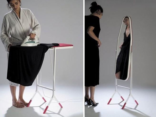 12. Esta mesa de passar roupa que se transforma em um espelho