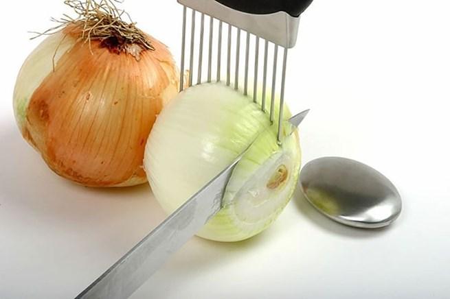6. Este apetrecho para facilitar o corte das fatias de cebola