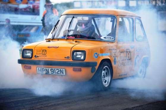 O Enfield 8000 foi um carro elétrico para dois passageiros produzido no Reino Unido de 1973 a 77. Em julho de 2016, o jornalista e tuneiro Jonny Smith foi a 200 km/h com ele