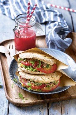 bocadillos faciles saludables pita guacamole tomate germinados. Pita con guacamole, tomate y germinados
