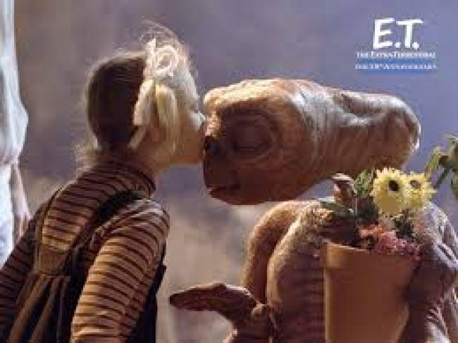 ET the kiss