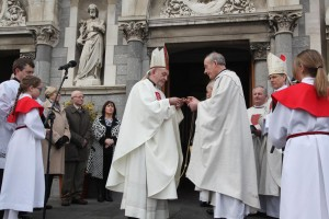Archbishop Kieran being presented with a crucifix by Fr Christy O'Dwyer,  Dean of the Chapter,  as a sign that he is being entrusted with the pastoral care of the Church of Cashel and Emly at the door of the cathedral before the ceremonial installation. Photograph by John McElroy