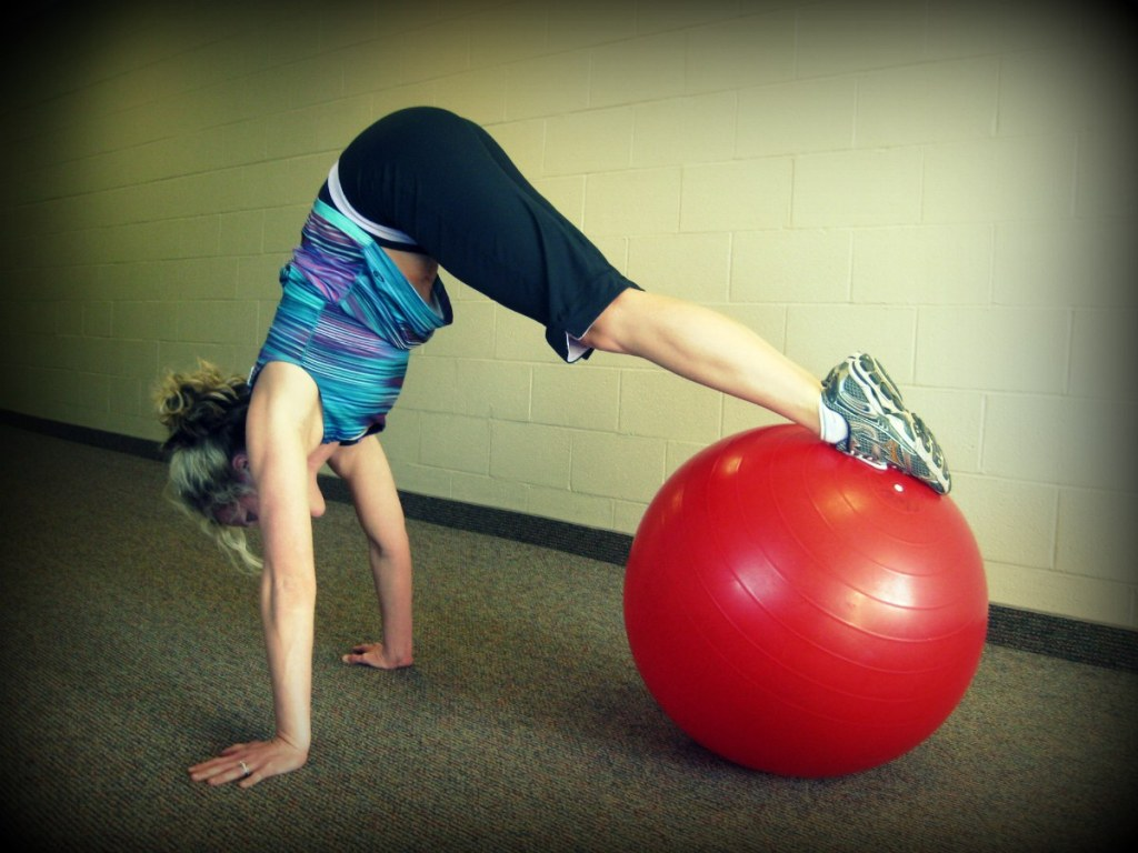 New Move Monday: Knee to Chest Ab Roll & Pike