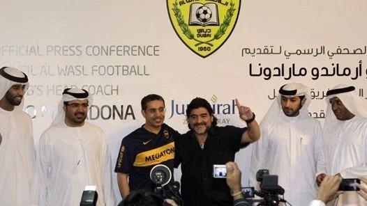EUFORICO. Maradona, durante su presentación. (AP)