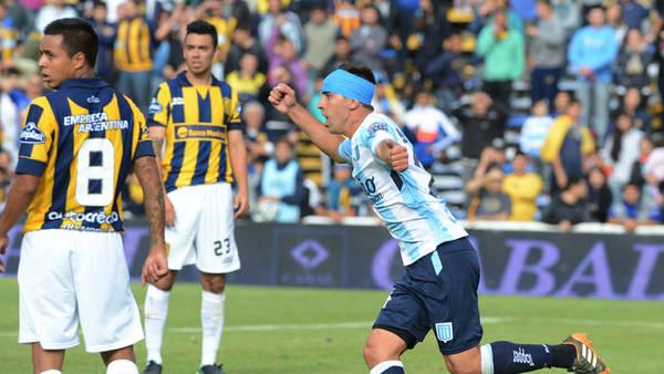 Gastón Díaz festeja su decisivo gol en Rosario. (Foto: DyN)