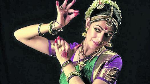 De la IndiaAnandini Dasi representó a la danza de ese país.