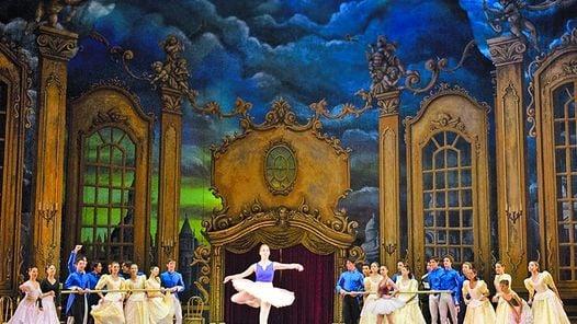 """De todo """"Baile de graduados"""" tiene excelentes variaciones de danza, momentos muy cómicos y una duración perfecta (poco menos de una hora) para el público de gente pequeña./teatro colon"""
