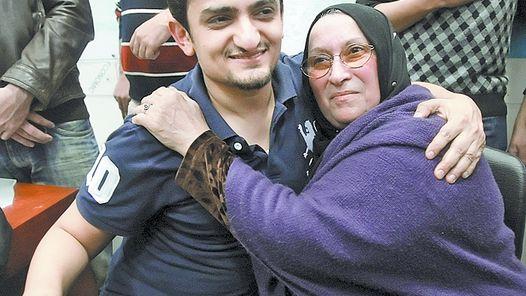JUNTOS. GHONIM CON LA MADRE DE KHALED SAID, ASESINADO EN JUNIO.