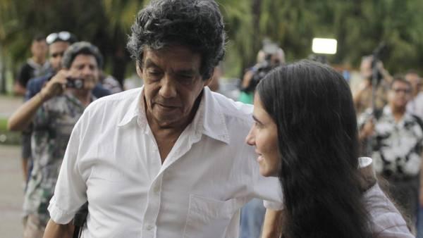 El disidente cubano Reinaldo Escobar y su esposa, la bloguera Yoani Sánchez. (REUTERS)