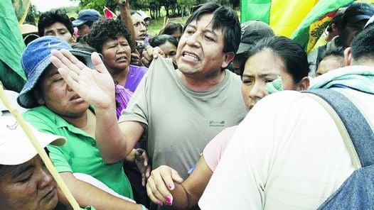SEGURIDAD. UNA IMAGEN DEL CERCO POLICIAL QUEBRADO POR LA PROTESTA.