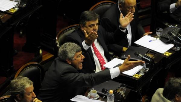 Diputados debaten la polémica reforma de la ley de Inteligencia  Versión: