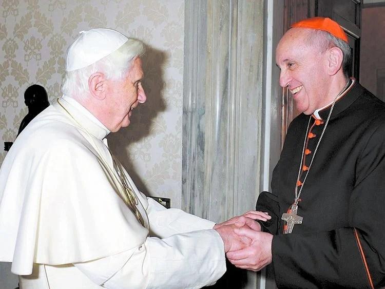 O Papa e Bergoglio Quebra de sigilo pontifício e maquinações dignas da máfia italiana.