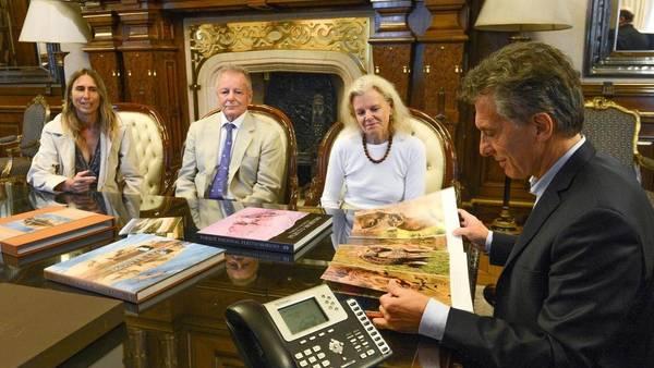 Visita. Cristine Mc Divitt y su equipo visitaron a Macri y ratificaron la donación de 150.000 hectáreas para crear el Parque Nacional Iberá. /DYN
