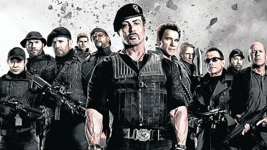 "RETRO.Stallone, Chuck Norris, Schwarzenegger,  Van Damme y Willis en ""Los Indestructibles 2""."
