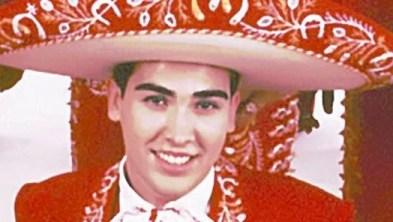 MUSICO. CON SOMBRERO DE CHARRO.