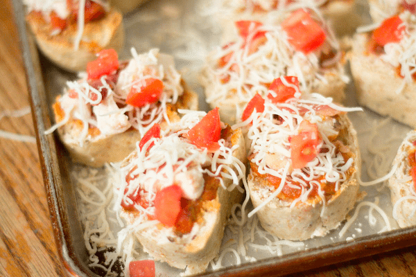 #ad Easy chicken and bacon bruschetta pizza sliders #cbias